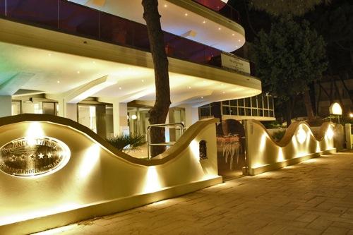 Inaugura il nuovo 5 stelle di milano marittima for Hotel paradiso milano